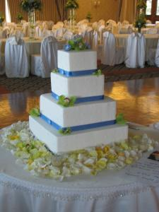 blue-ribbon-cake-with-flowers